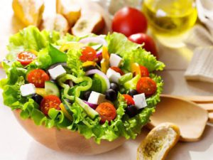 Eating Salad? Here are some health benefits of salads that you must know.
